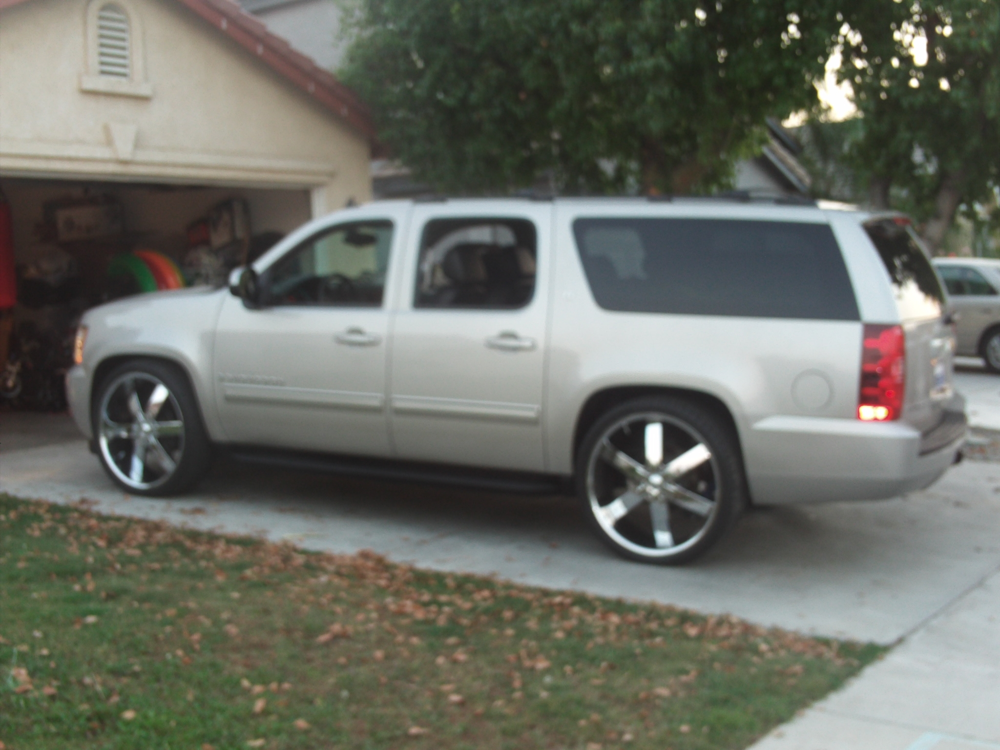 Another victor-heredia 2009 Chevrolet Suburban 1500 post... - 14803877
