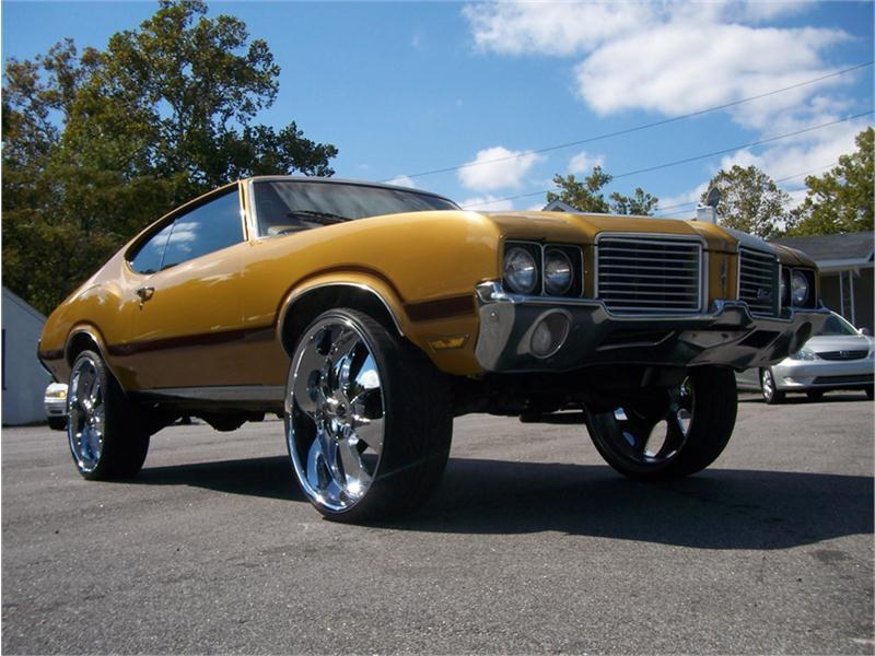 72 Cutlass on 26s http://www.cardomain.com/ride/3887668/1972-oldsmobile-cutlass-supreme/