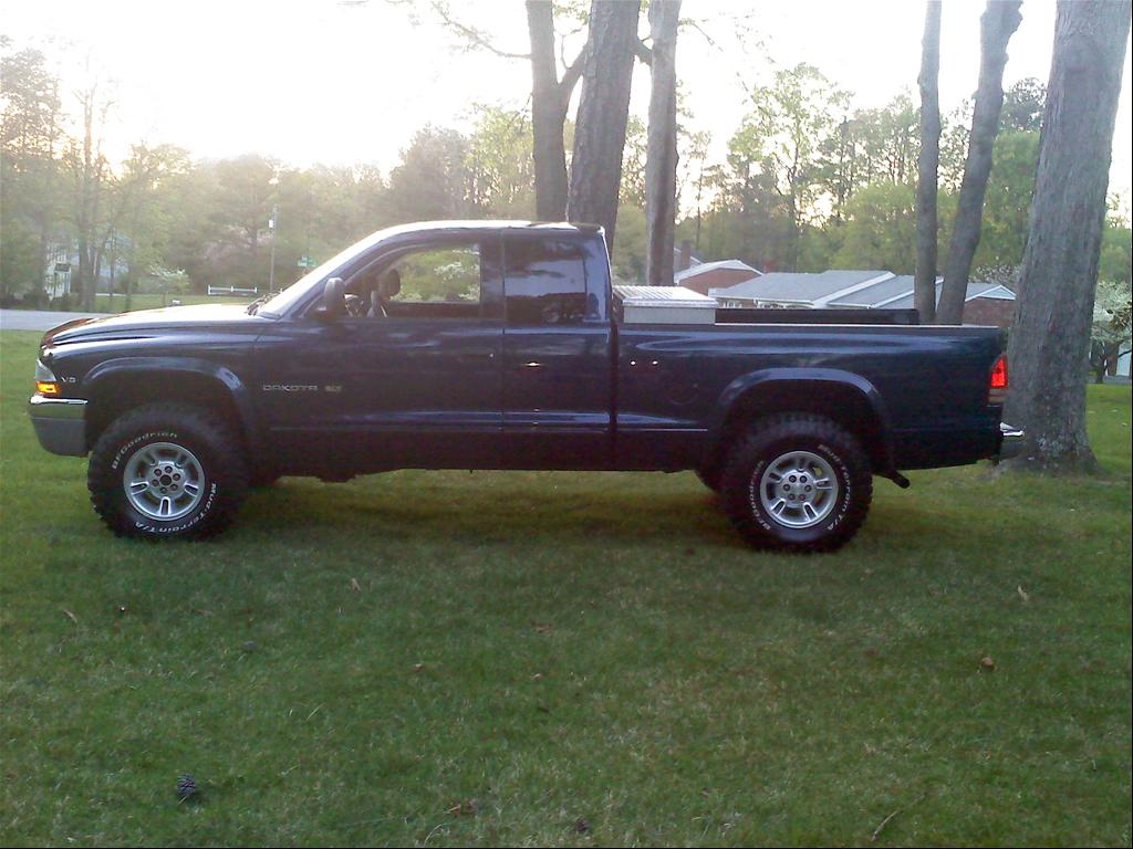 Large on 2001 Dodge Dakota Quad Cab 4x4 Lifted