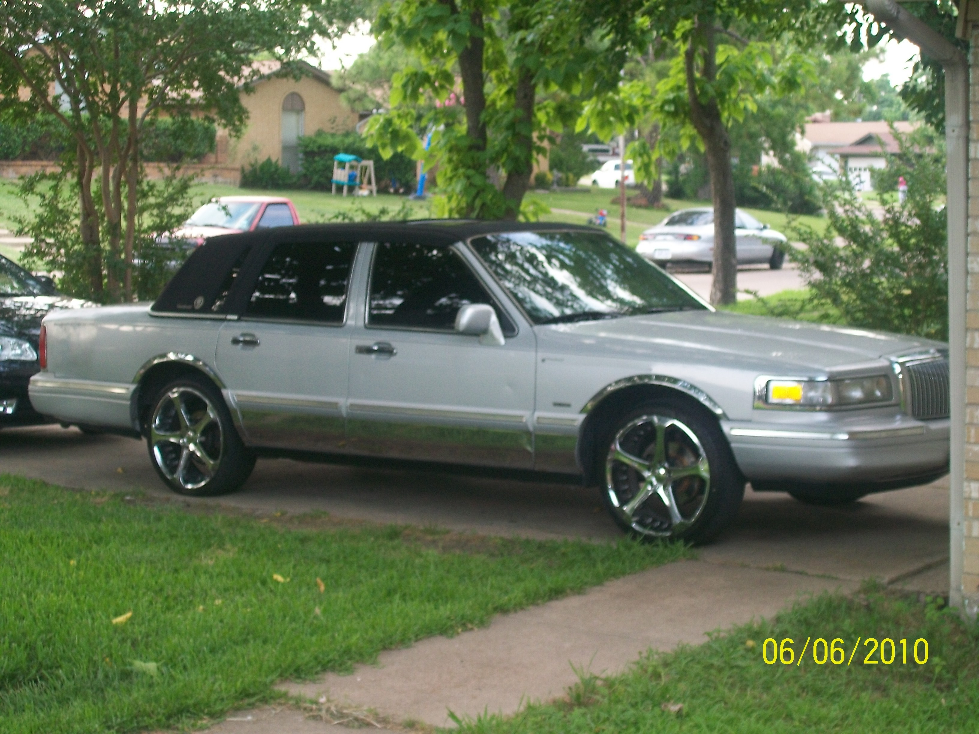 Lost My Mind 214 1996 Lincoln Town Carsignature Sedan 4d Specs