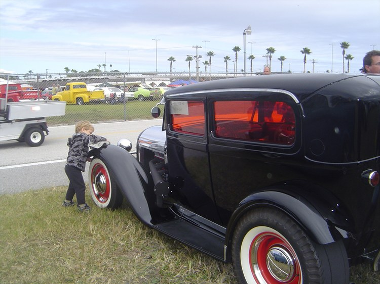 CUSTOM 1928 Ford chopped and