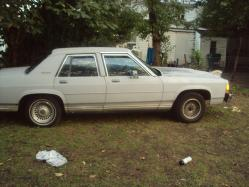 757Rell 1990 Ford Crown Victoria