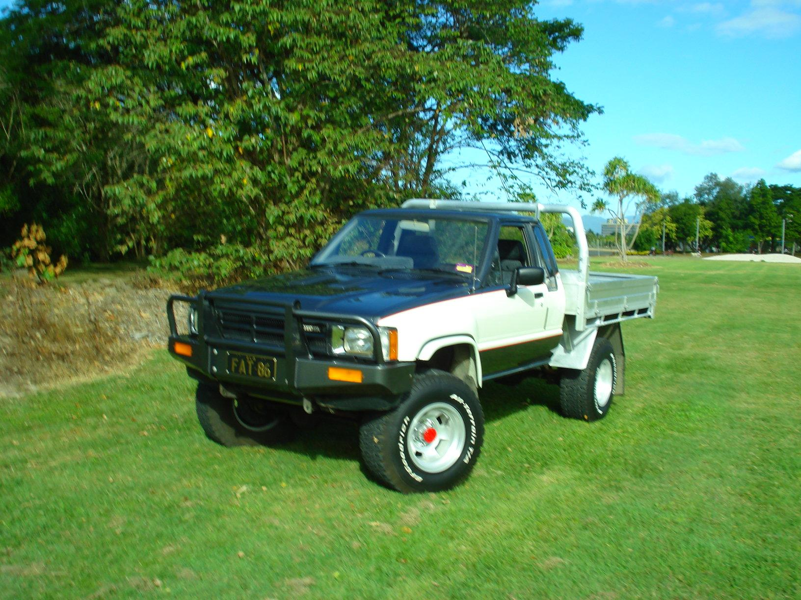 atomicmaloo 1985 toyota hilux specs photos modification info at cardomain. Black Bedroom Furniture Sets. Home Design Ideas