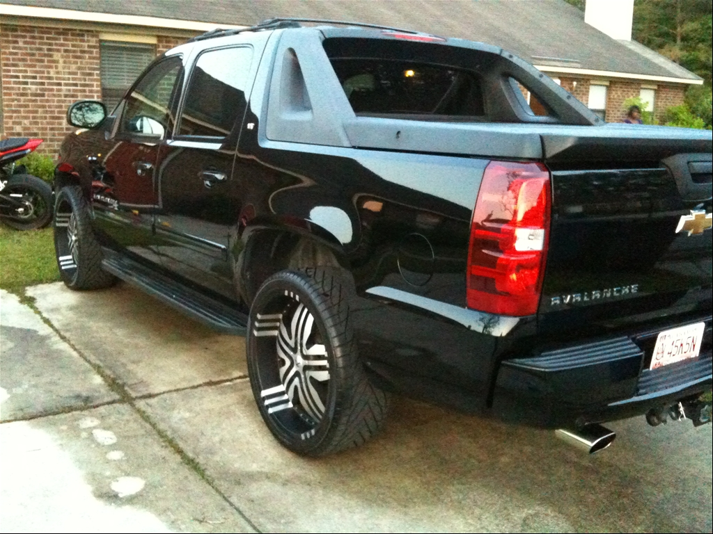 2007 chevrolet avalanche detailed pricing and autos post. Black Bedroom Furniture Sets. Home Design Ideas