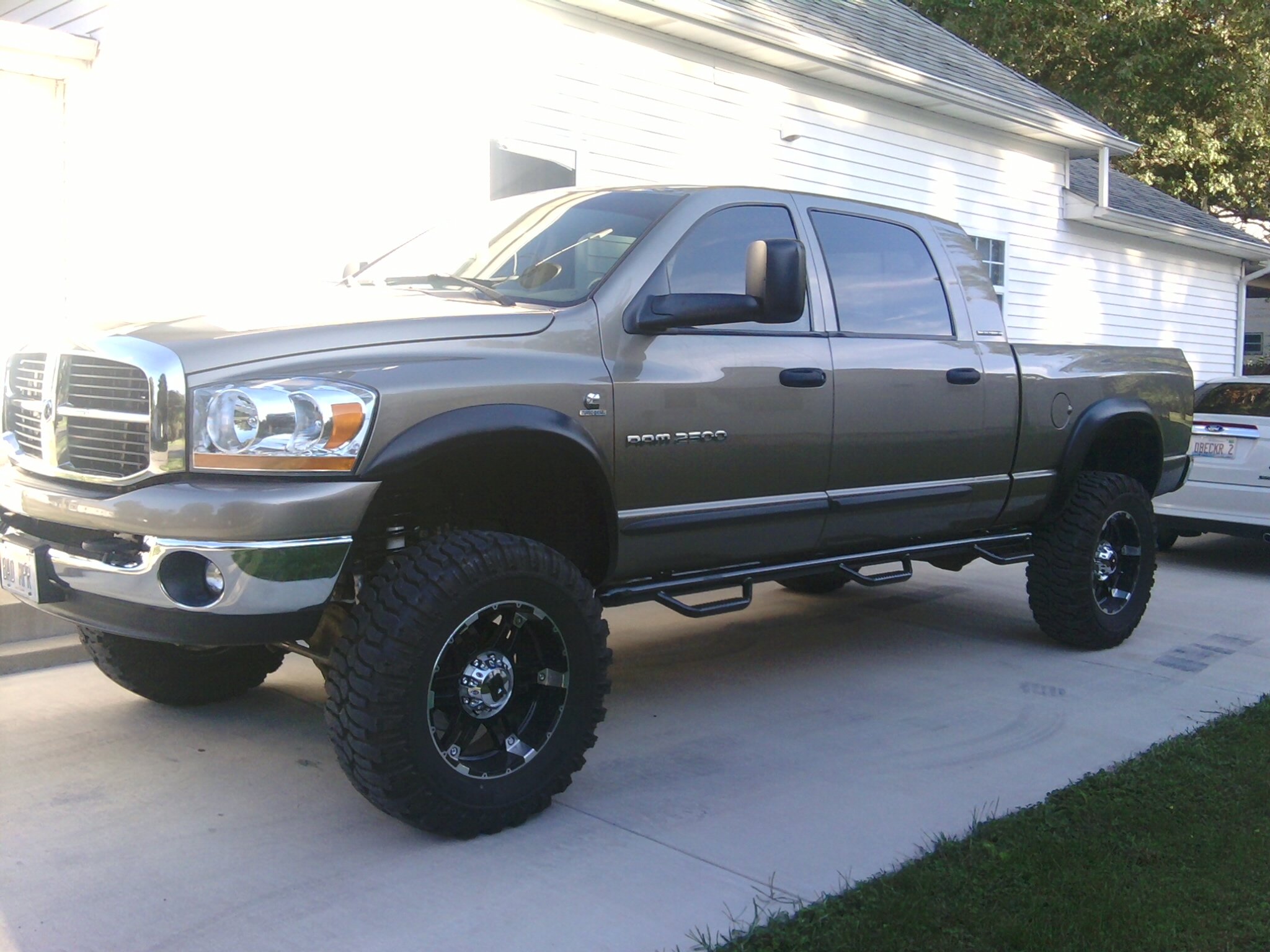 Badmpr1 2006 Dodge Ram 2500 Mega Cabslt Pickup 4d 6 1 4 Ft Specs Photos Modification Info At Cardomain
