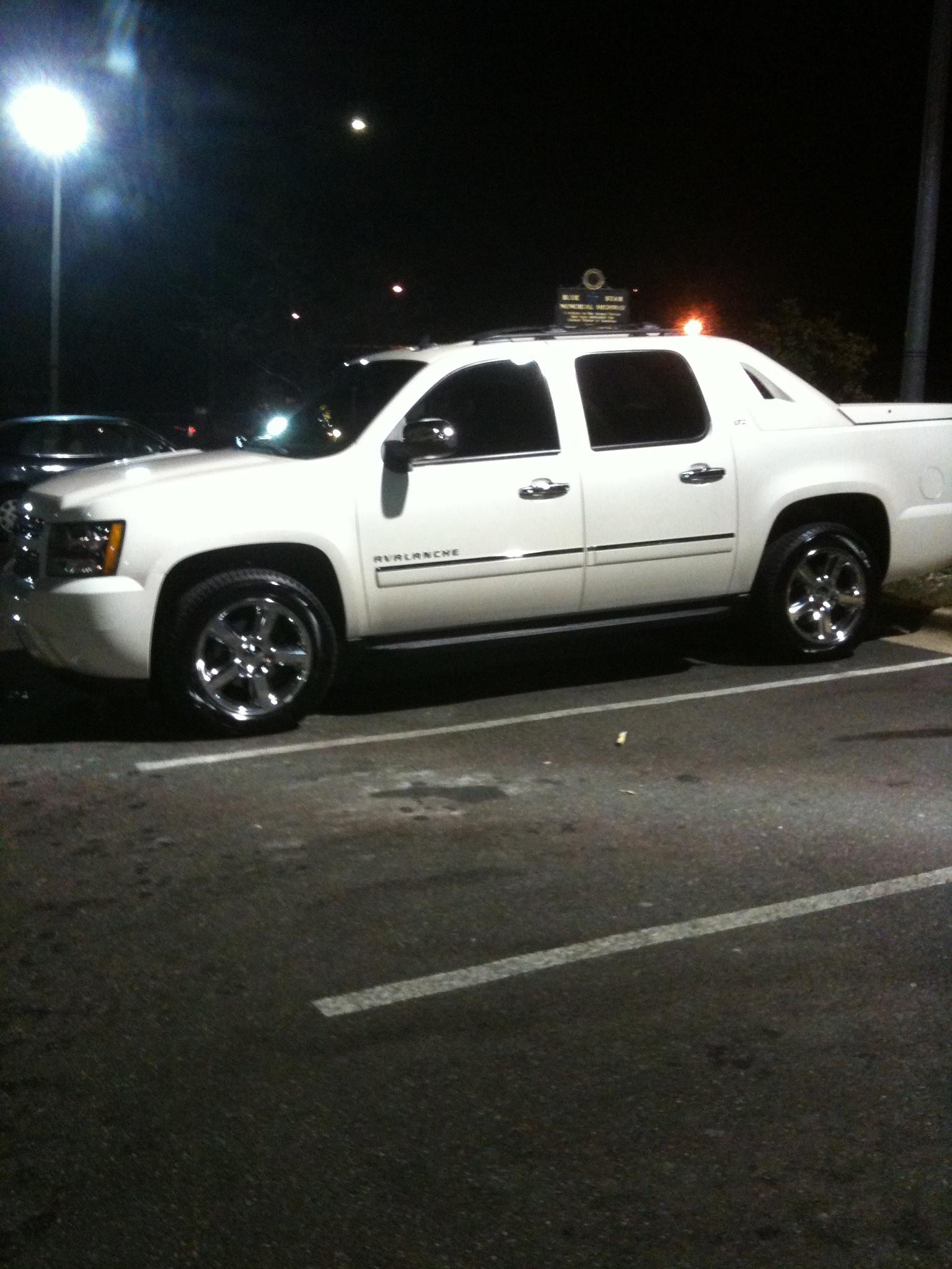 Another rosso86 2011 Chevrolet Avalanche post... - 14910257