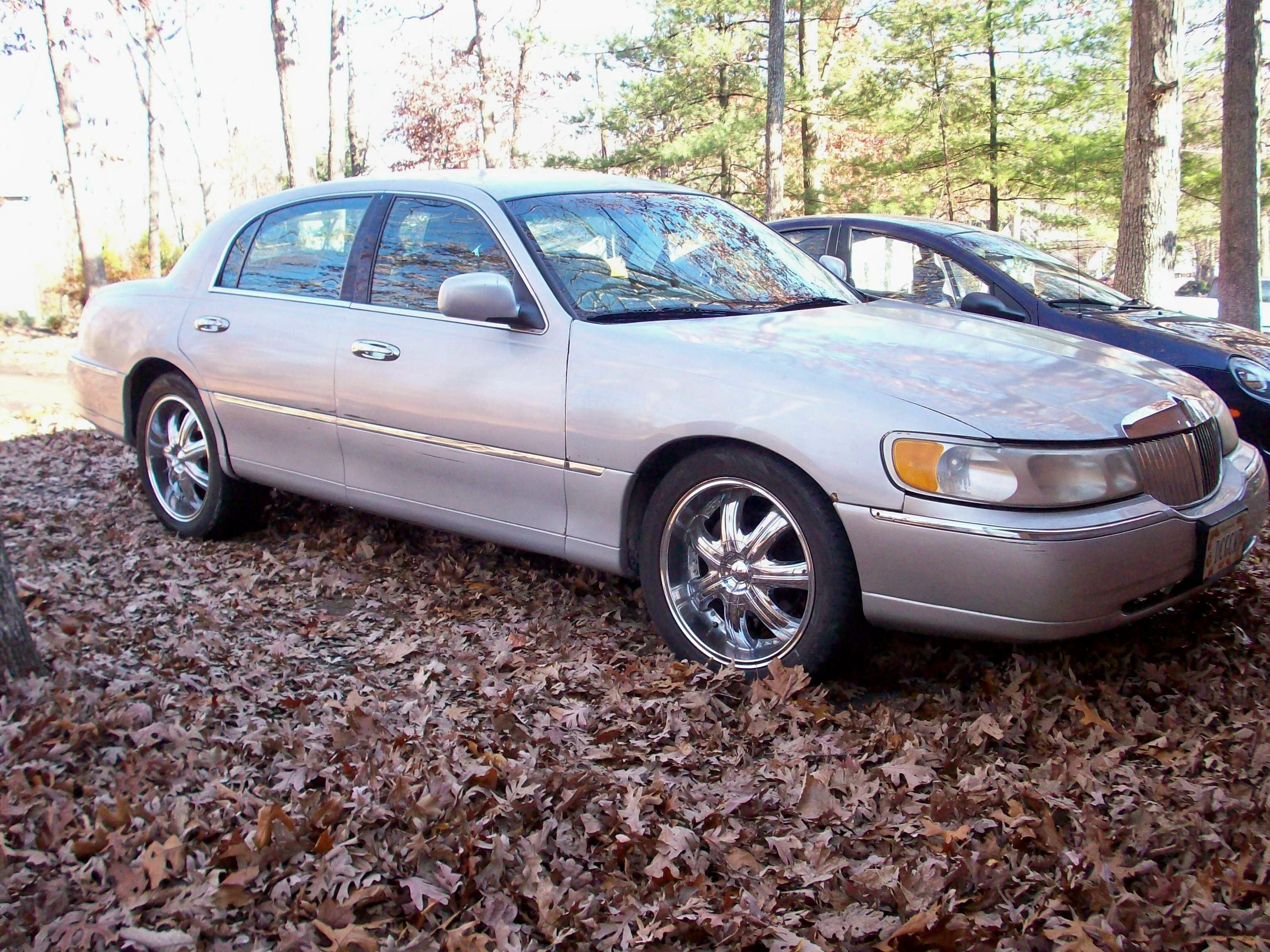 Another LowRider_4_Life 1999 Lincoln Town Car post... - 14947018