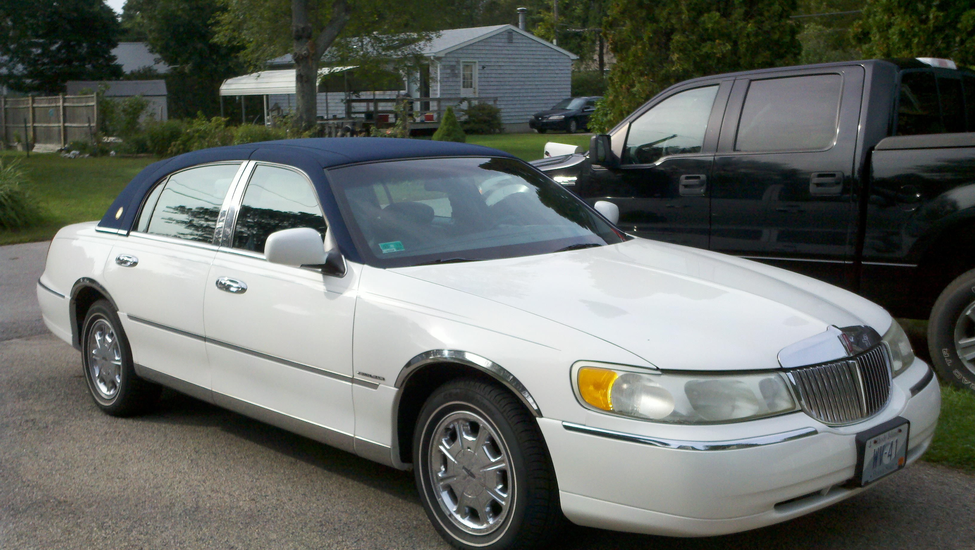 Beatzbombassa 2001 Lincoln Town Carsignature Sedan 4d Specs Photos