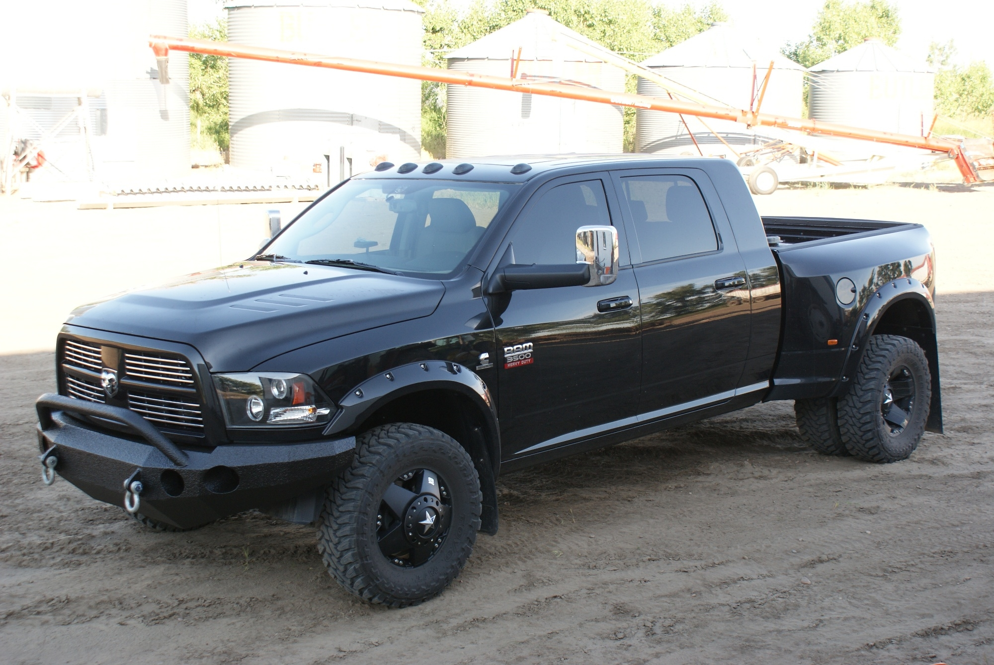 oilpatchtough 2010 dodge ram 3500 mega cablaramie pickup. Black Bedroom Furniture Sets. Home Design Ideas