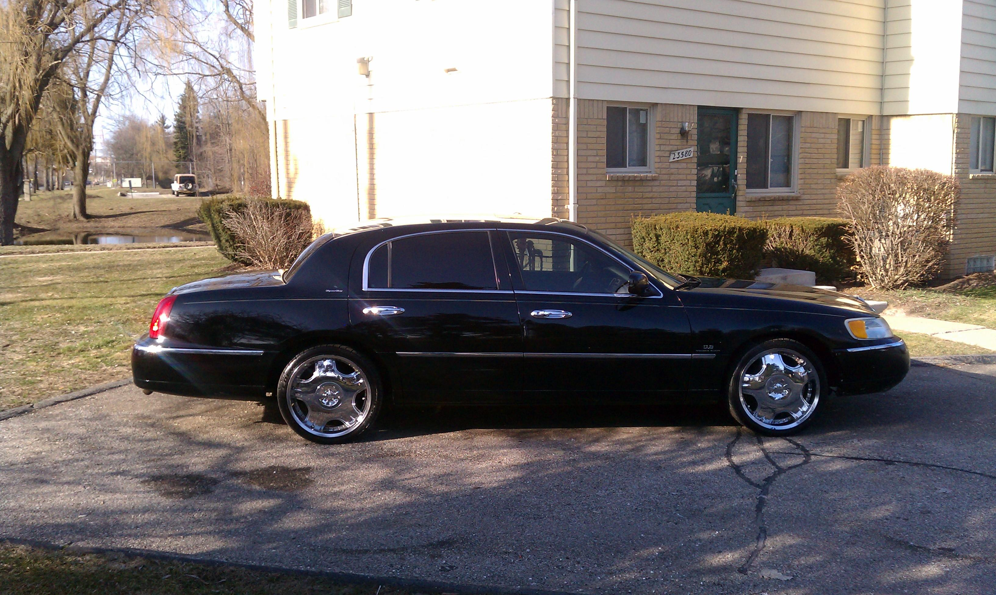 Donlebr 1998 Lincoln Town Carexecutive Sedan 4d Specs Photos