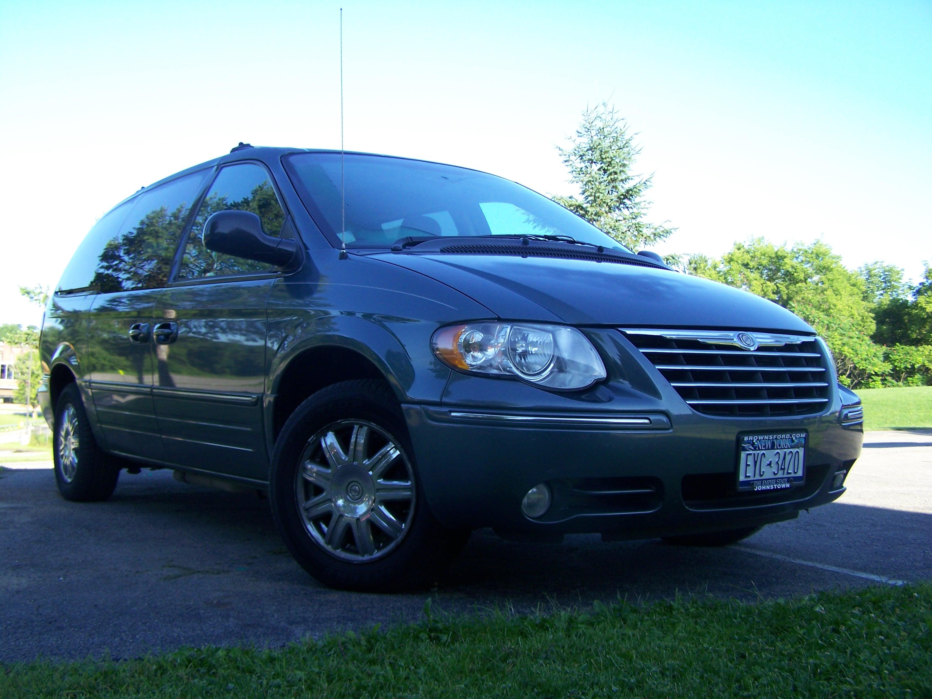 spinoff23 2005 chrysler town countrylimited van 4d specs photos modification info at cardomain. Black Bedroom Furniture Sets. Home Design Ideas