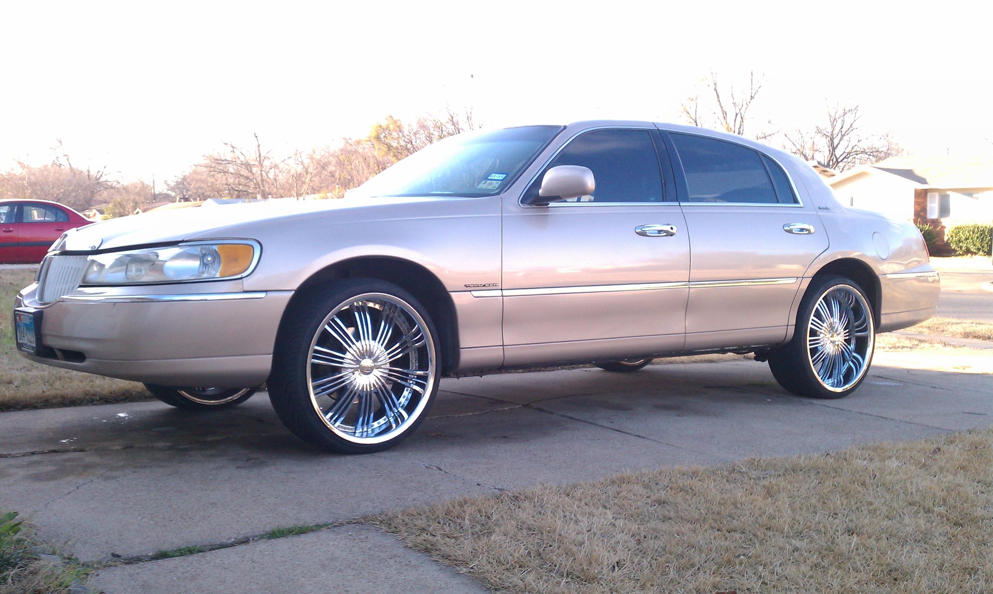 Smoovegm 1998 Lincoln Town Carexecutive Sedan 4d Specs Photos