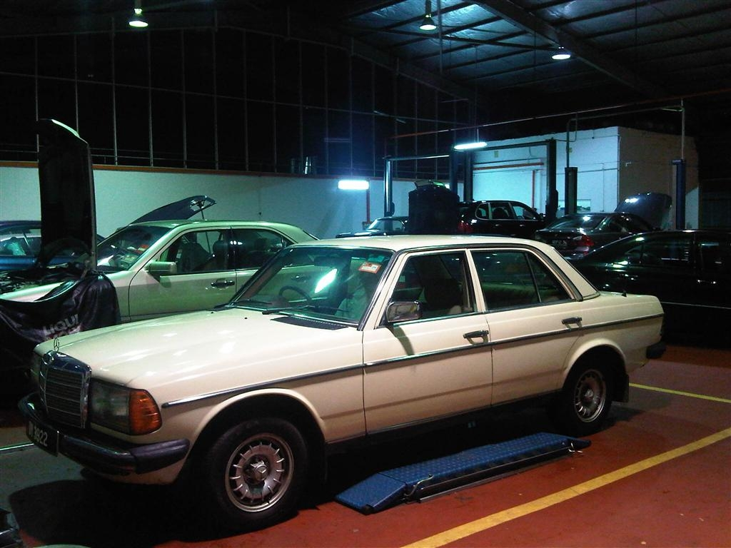 Another nickgomez 1984 Mercedes-Benz 230 post... - 15105433