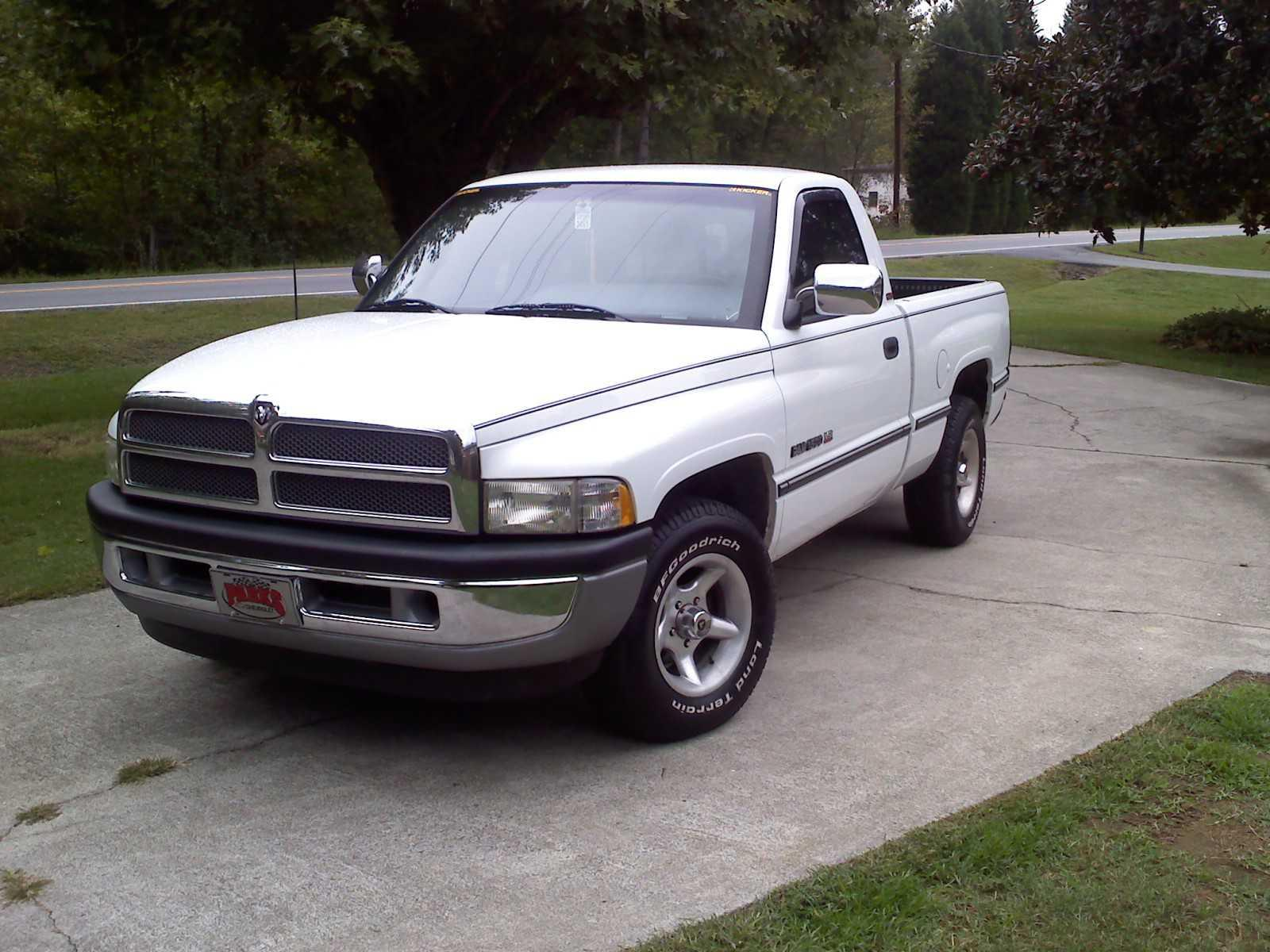 JuicyJ3's 1997 Dodge Ram 1500 Club Cab