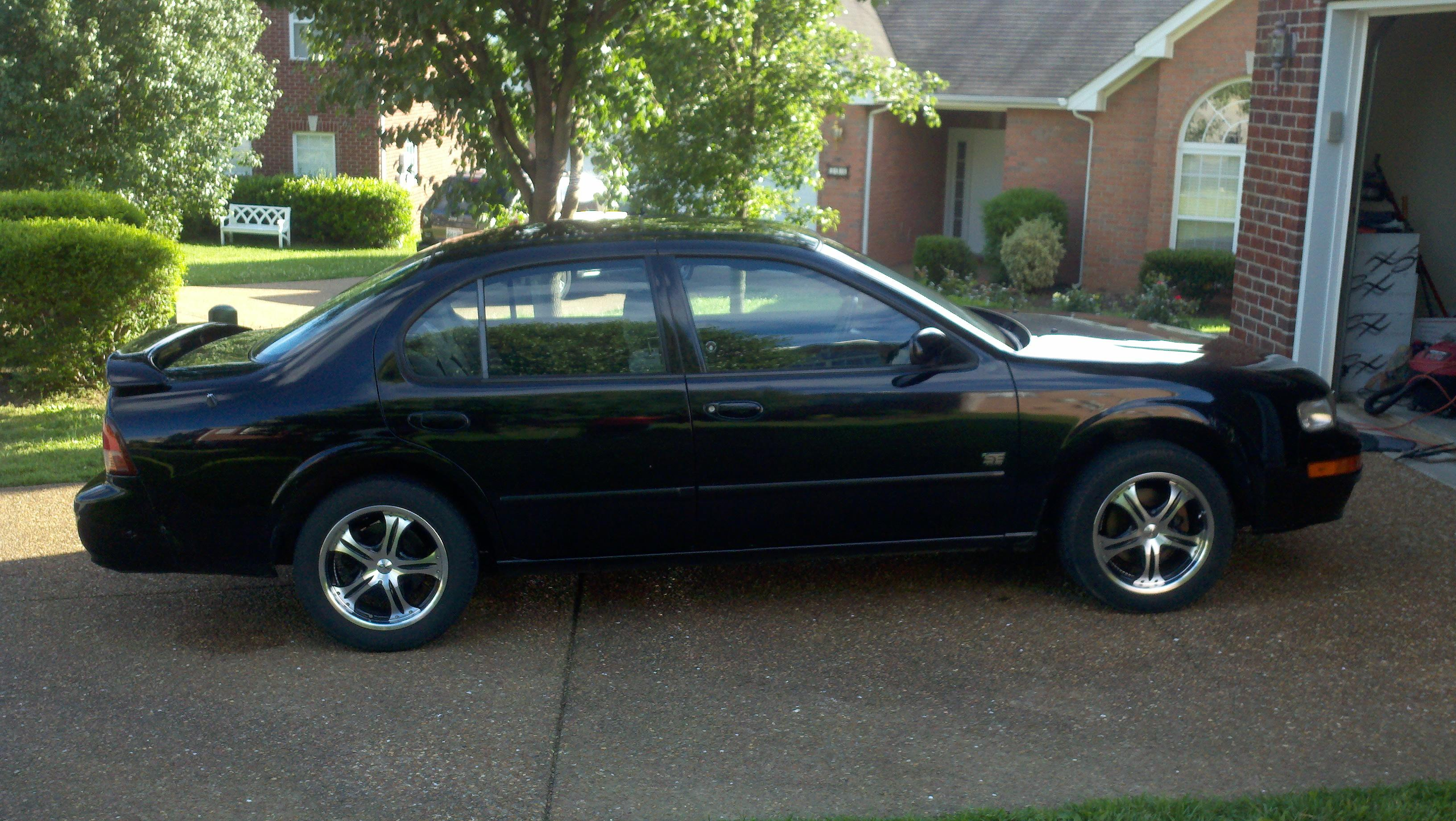 beegeezee505 39 s 1999 nissan maxima se sedan 4d in brentwood tn. Black Bedroom Furniture Sets. Home Design Ideas