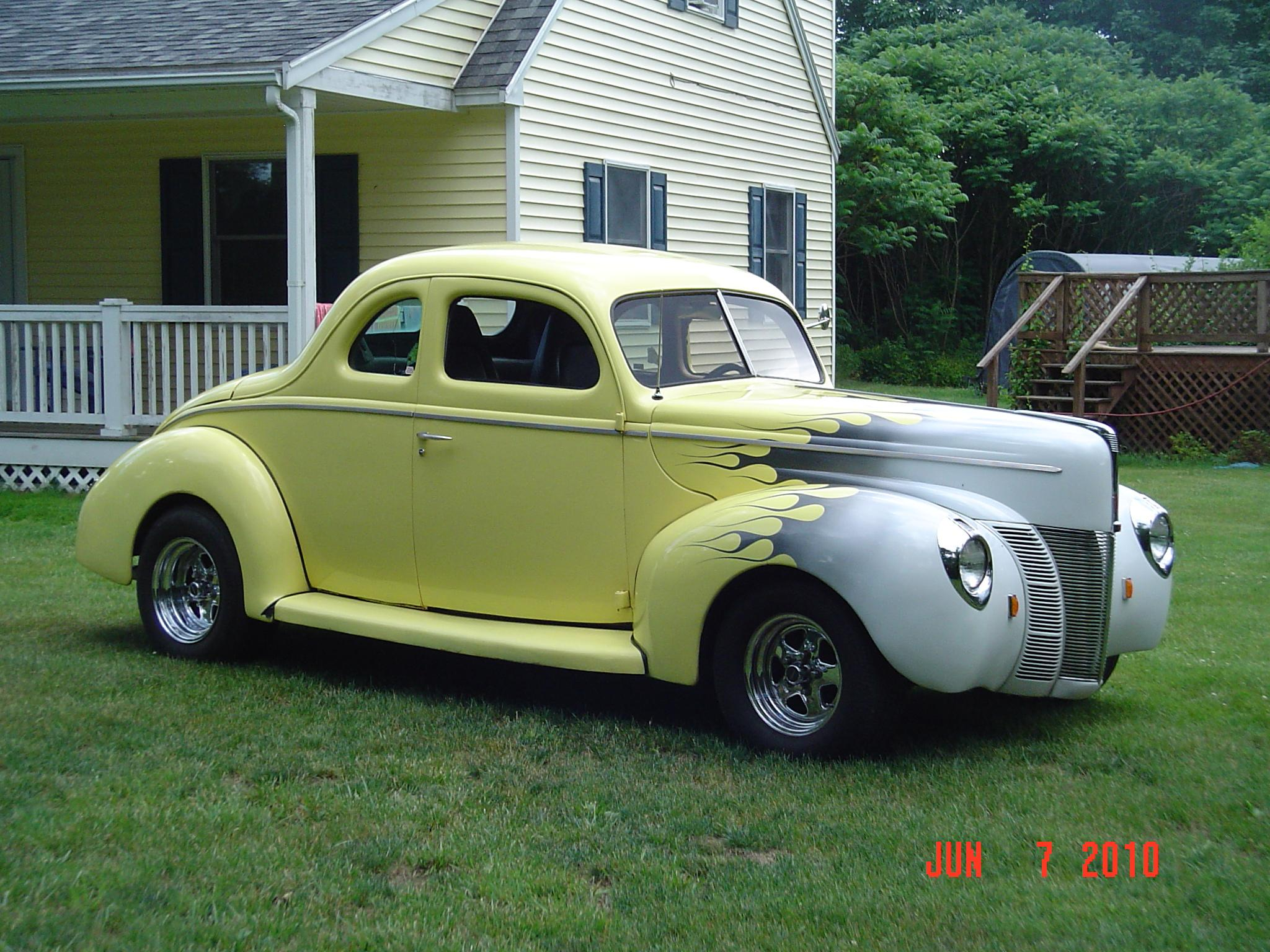 Another oilman 1940 Ford Deluxe post... - 15171971