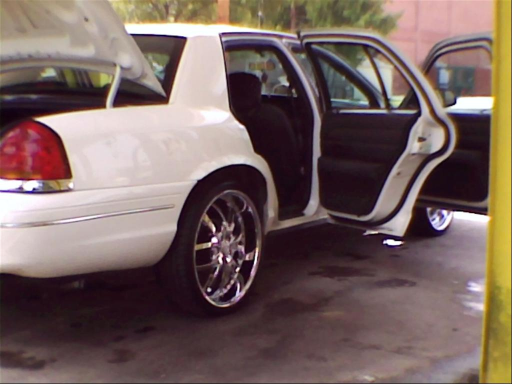 Another MrInterceptor 2003 Ford Crown Victoria post... - 15191706