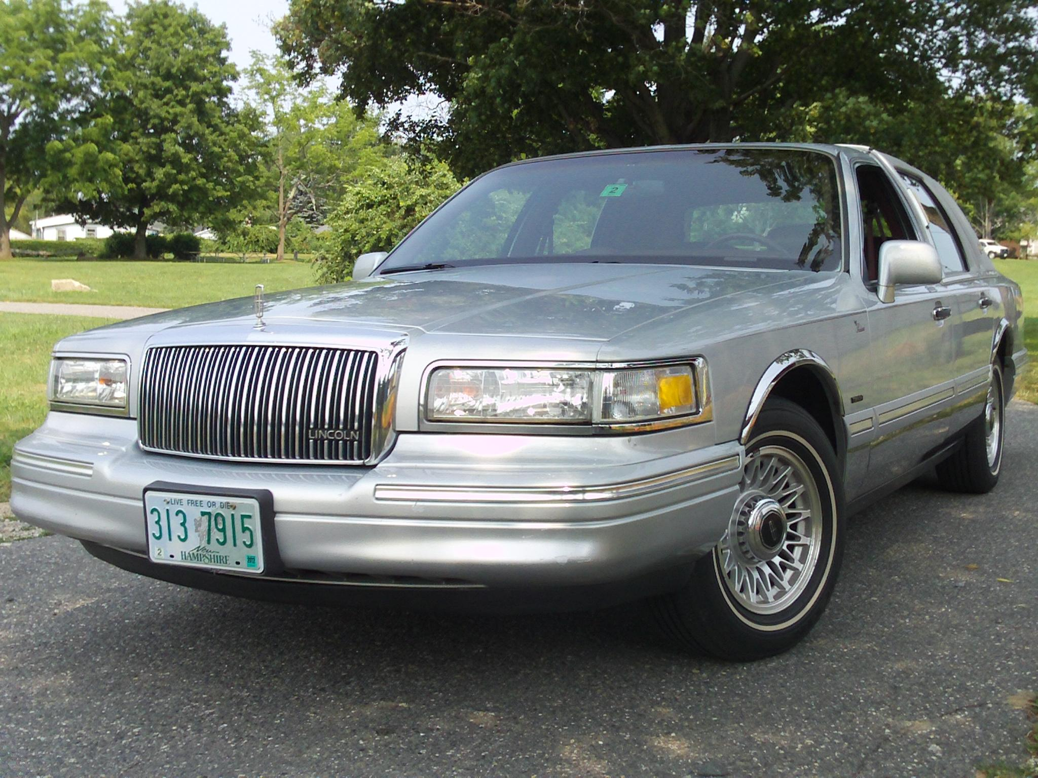 P71dave 1996 Lincoln Town Carsignature Sedan 4d Specs Photos