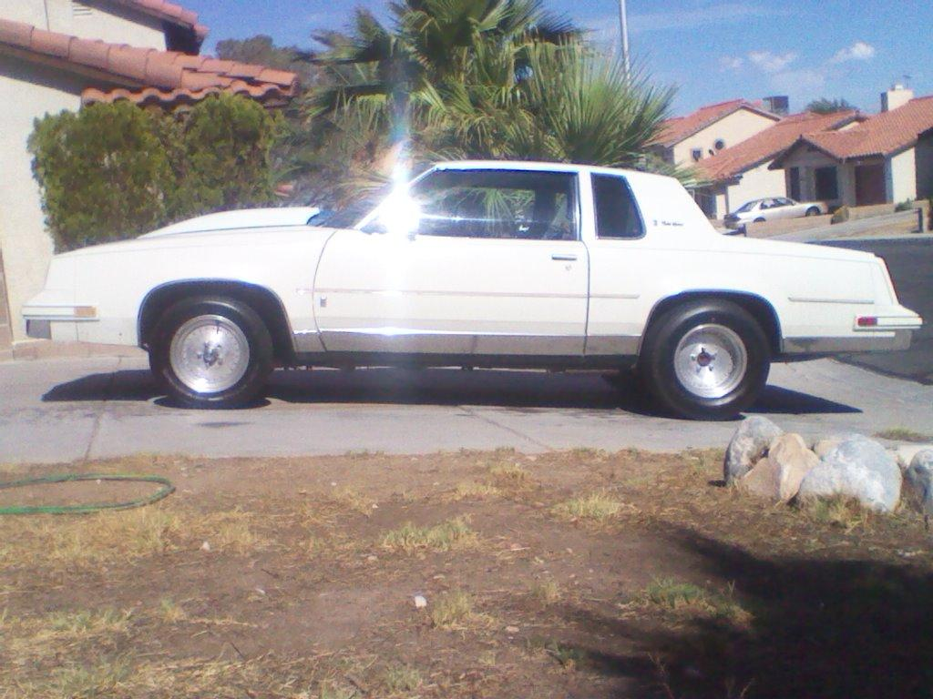Another statuskiller 1986 Oldsmobile Cutlass Brougham post... - 15215303