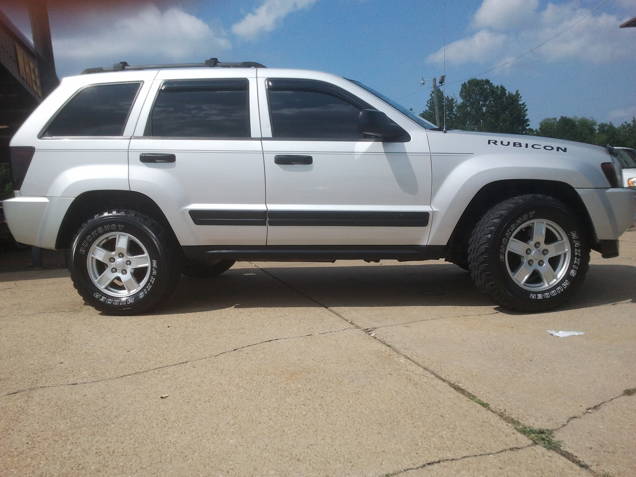jeepdealer 2005 jeep grand cherokeelaredo sport utility 4d specs photos modification info at. Black Bedroom Furniture Sets. Home Design Ideas