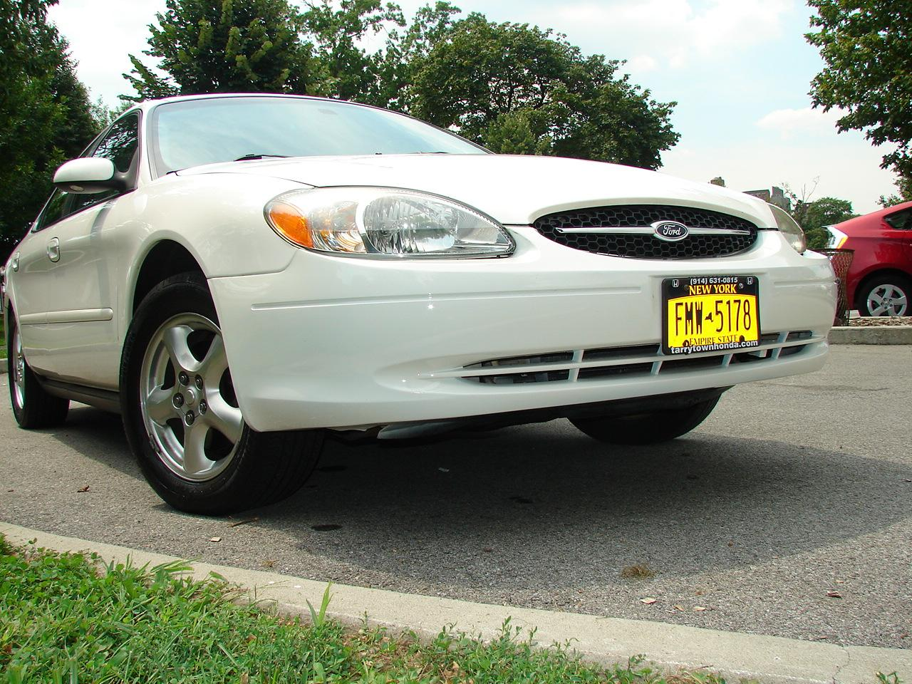 cometgt 39 s 2002 ford taurus se sedan 4d in bronx ny. Black Bedroom Furniture Sets. Home Design Ideas