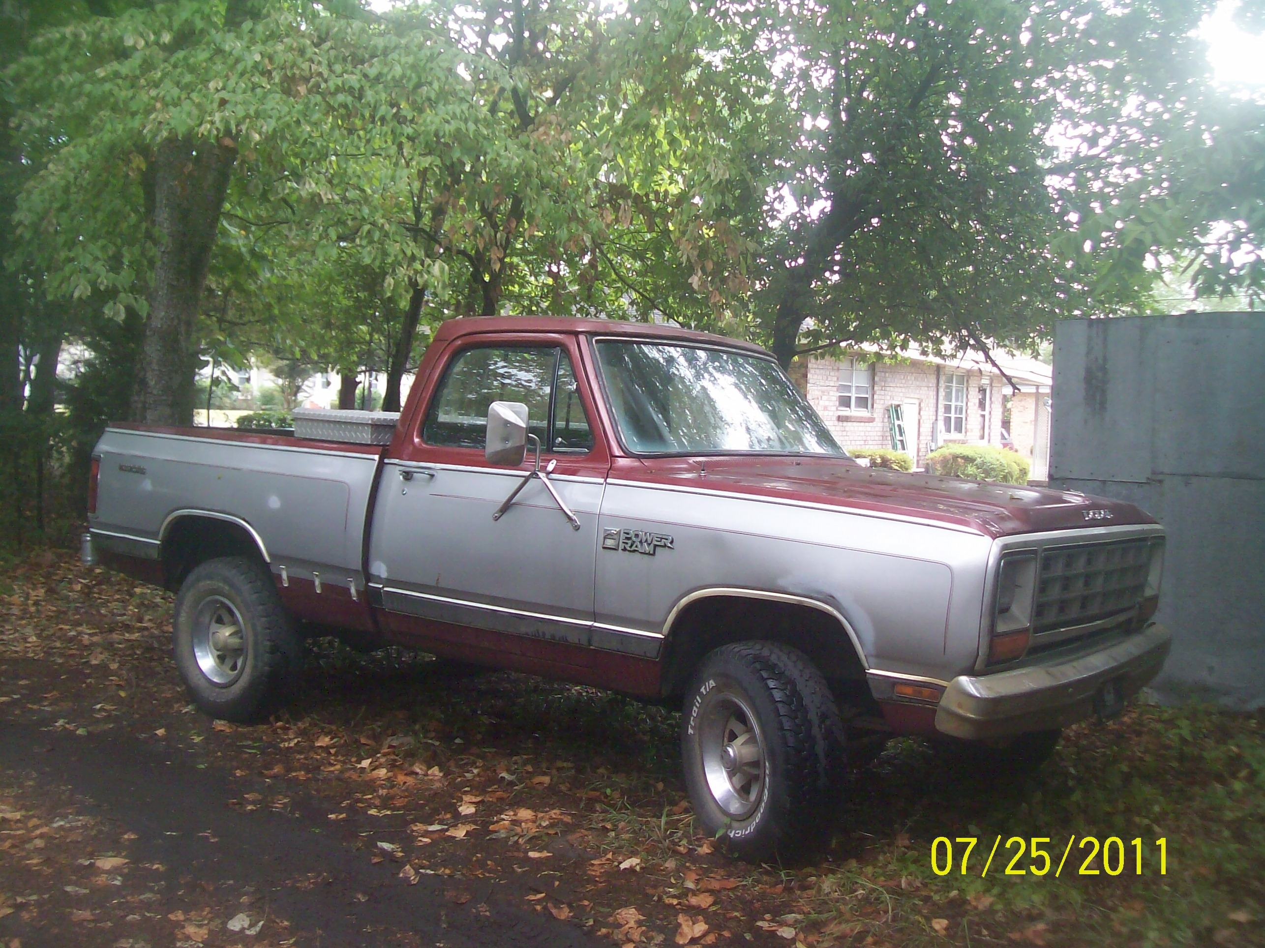 charlesij's 1985 Dodge Power Ram
