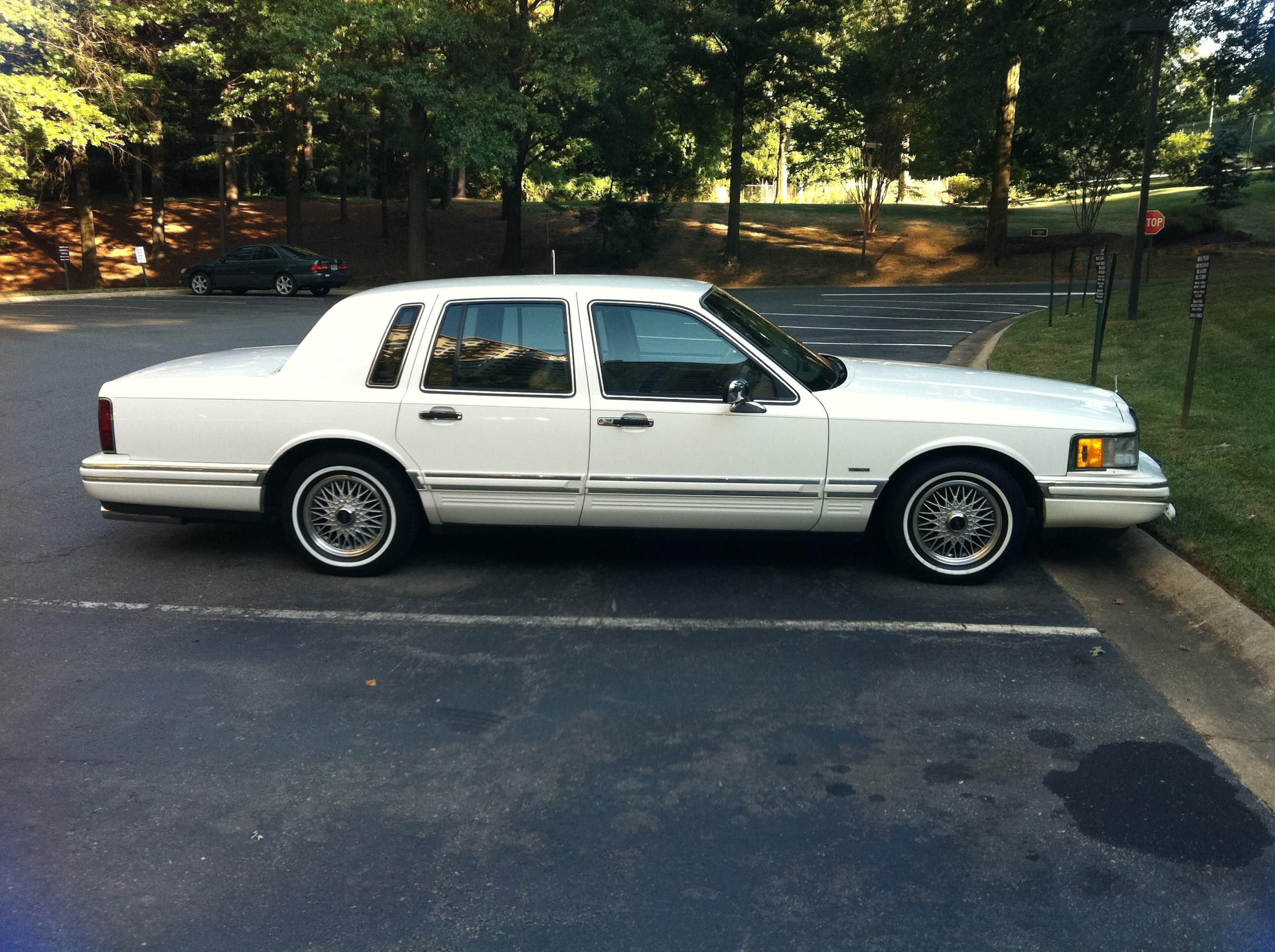 Godj87 1994 Lincoln Town Carsignature Sedan 4d Specs Photos Modification Info At Cardomain