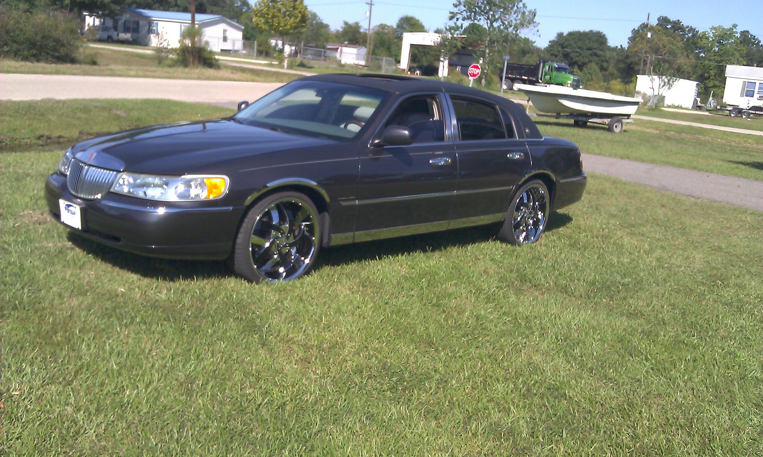 Boylap 2002 Lincoln Town Carsignature Sedan 4d Specs Photos