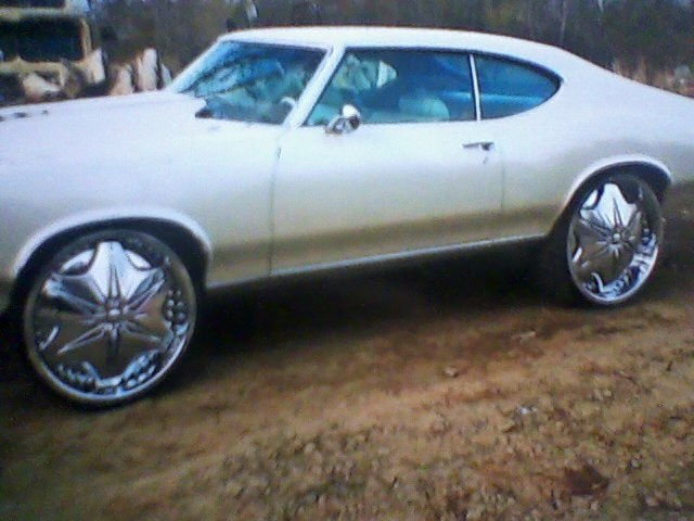 Fred cutlass on 26s(All of these cutlass on page are different cars,